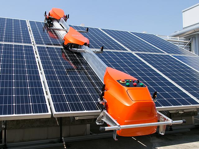 メガソーラー向け太陽光パネル清掃ロボットType2